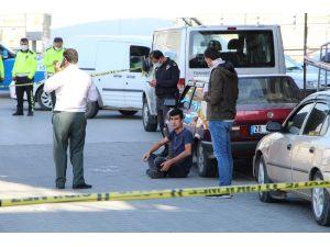 Bekçi, Trafikte Üzerine Tüfekle Yürüyen Kişiyi Vurarak Durdurdu