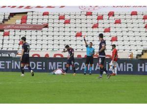 Antalyaspor'a Son 2 Haftada 3 Kırmızı Kart