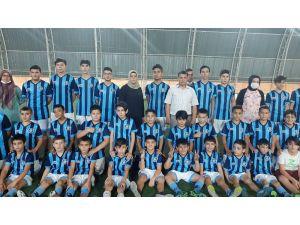 Oğlunun Futbol Aşkı Anneye Futbol Kulübü Kurdurdu