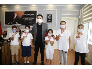 Başkan Turgay Genç Şampiyonları Ağırladı.