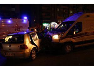 Ambulans İle Otomobil Çarpıştı: 6 Yaralı