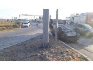 Ceyhan'da Otomobiller Çarpıştı: 1 Ölü, 1 Yaralı
