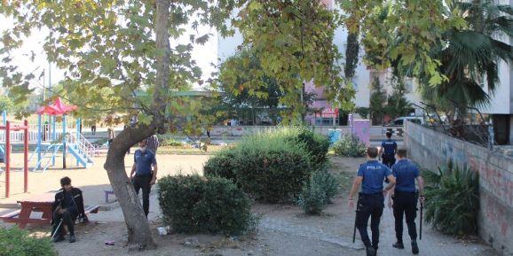 Zeytinköy'de parklarda uyuşturucu denetimi