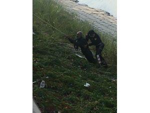 Asi Nehri'ne Düşen Alkollü Adamı İtfaiye Kurtardı