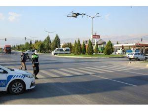 Kırmızı Işıkta Geçenler Drone İle Yakalandı