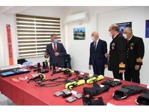 İçişleri Bakan Yardımcısı Erdil ve Vali Yazıcı Sahil Güvenlik Komutanlığı'nda incelemede bulundu