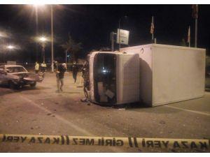 Isparta'da Kamyonet İle Otomobil Çarpıştı: 1 Ölü, 5 Yaralı