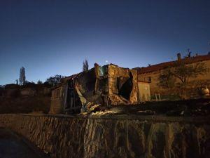 Ankara'da Yanan Kulübedeki Tüp Patladı: 1 Kişi Yaralandı, 24 Güvercin Telef Oldu