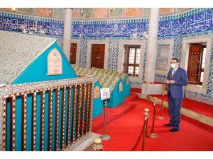 Bakan Dönmez'den Kanuni Sultan Süleyman'ın Kabrine Ziyaret