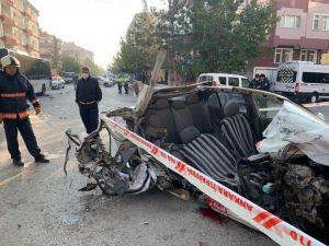 Başkent'te Otobüse Çarpan Araç Sürücüsü Ağır Yaralandı