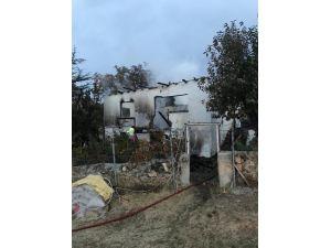 Kızılcahamam'da Çıkan Yangında Bir Ev Tamamen Yandı