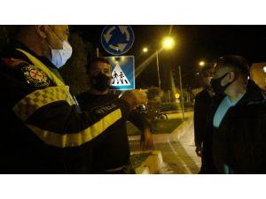 Yetersiz Ehliyetle Yakalanınca Trafik Polisi Olan Dayısını Aradı