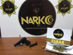 Şüpheli Araçta Uyuşturucu Ve Silah Ele Geçirildi