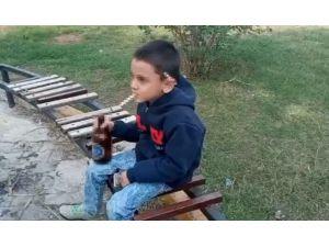 Küçük Çocuğun Eline İçki, Sigara Verip O Anları Kaydettiler