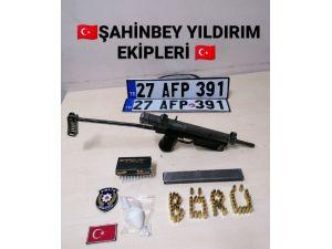 Polis Noktasından Kaçan Araç Kaza Yaptı Yapılan Aramada Uzun Namlulu Silah Ele Geçirildi