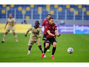 Süper Lig: Gençlerbirliği: 1 - Fenerbahçe: 2 (İlk Yarı)