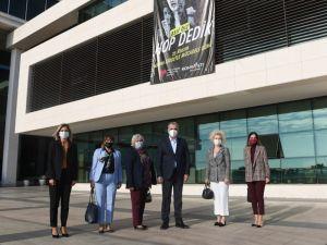 Konyaaltı'ndan kadına şiddetle mücadeleye pankartlı destek