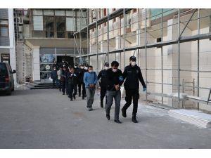 Zorla Fuhuş Yaptıranlara 'Çanta' Operasyonu: 24 Gözaltı