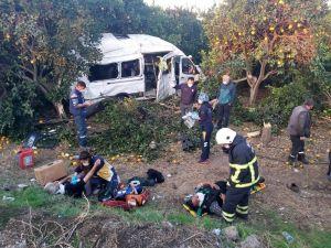 Tarım İşçilerini Taşıyan Servis Aracı Kaza Yaptı: 9 Yaralı