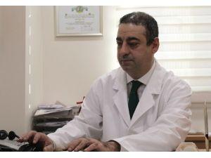 """Kalp Ve Damar Cerrahisi Uzmanı Prof. Dr. Tankut Akay: """"Akciğer Damarına Pıhtı Attığı Zaman Erken Evredeyse Eritebilme İmkanı Var"""""""