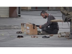 Kısıtlamayı Duymayan Boyacı Boş Sokakta Müşteri Bekledi