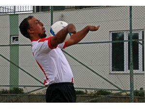 Yangında Ellerini Ve Yüzünü Kaybetti, Futbolda Gol Makinesi Oldu