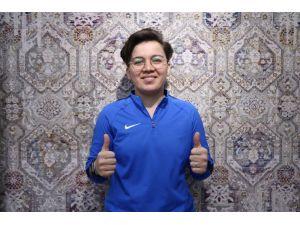 Başarısıyla Kadın Futboluna Işık Tutuyor