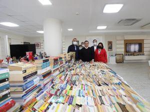 AK Parti, Cemil Meriç Kitaplığına 4 binden fazla eser bağışladı