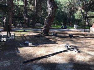 Kaş'ta kimliği belirsiz kişiler parkı tahrip eti