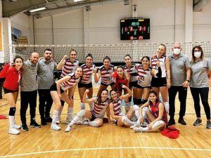 Mersin Büyükşehir Belediyesi Gsk Kadın Voleybol Takımı, Play-off'a Hazırlanıyor