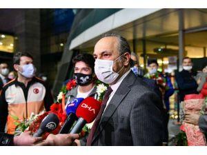 Milli Halterci Muhammed Furkan Özbek'e Ankara'da Coşkulu Karşılama