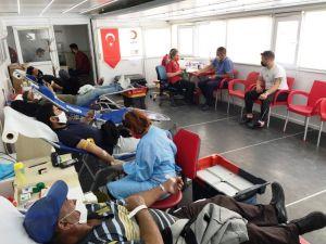 Kızılay Kulu'da Kan Alımı Yaptı