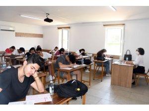 Kemer'de üniversiteye hazırlanan öğrenciler deneme sınavına girdi