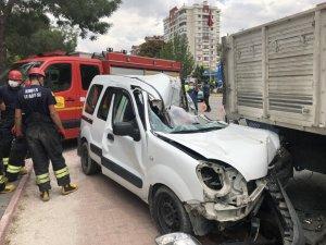 Kamyona Çarpan Kamyonet Sürücüsü Öldü