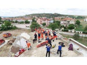 Konya Büyükşehir İ̇tfaiyesi'nden Nefes Kesen Deprem Tatbikatı