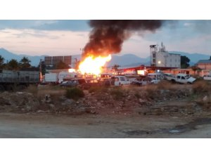 Hurdalıktaki araçlar alev alev yandı