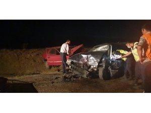 Haymana'da İki Otomobil Kafa Kafaya Çarpıştı: 3'ü Ağır, 6 Kişi Yaralı