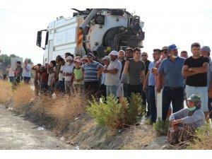 Vatandaşlar Manavgat'ta yanan ormanı endişeli gözlerle izliyor
