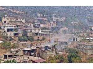 İki orman işçisinin hayatını kaybettiği mahallede alevleri söndürmek için havadan ve karadan mücadele devam ediyor