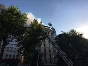 Ankara'da Otelin Çatı Katında Yangın