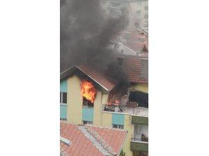 Başkent'te 5 katlı binanın terasında yükselen alevler korkuttu