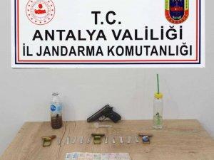 Manavgat'ta pansiyona uyuşturucu operasyonu: 2 gözaltı