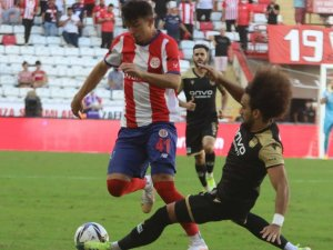 Süper Lig: FT Antalyaspor: 0 - Yeni Malatyaspor: 0 (İlk yarı)