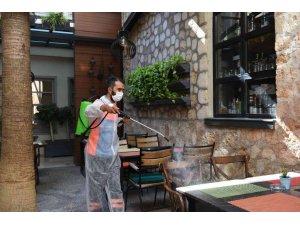 Muratpaşa Belediyesi'nden festival öncesi Kaleiçi'nde dezenfekte  çalışması