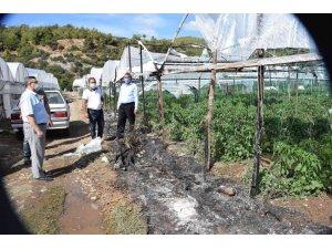 Kumluca'da seranın plastik örtüsü yandı