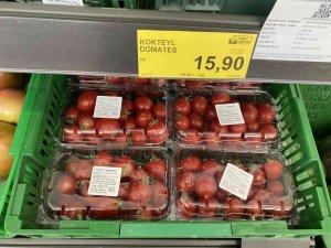 Ürettiği domatesin markette izini sürdü fiyatı görünce şok oldu