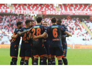 Süper Lig: FT Antalyaspor: 0 - Medipol Başakşehir FK: 1 (İlk yarı)