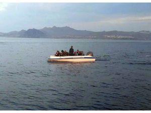 Denizde mahsur kalan mültecilerin imdadına Sahil Güvenlik ekipleri yetişti
