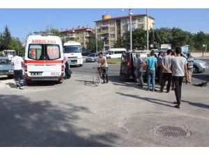 Hafif Ticari Araç İle Minibüs Çarpıştı: 3 Yaralı
