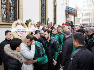 Sakaryaspor Teknik Direktörü Engin Korukır'ın Annesi Kocaeli'de Toprağa Verildi